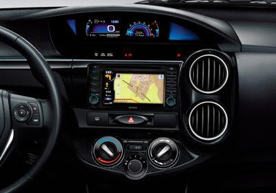 Audio con navegador satelital (GPS), pantalla táctil de 6.2''