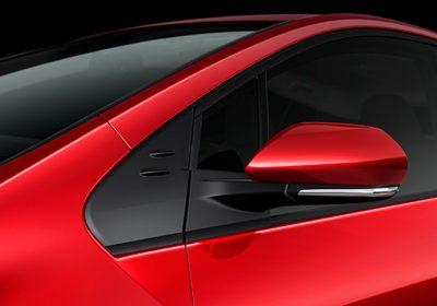 Espejos exteriores retráctiles, eléctricos, calefaccionados y con luz de giro incorporada.