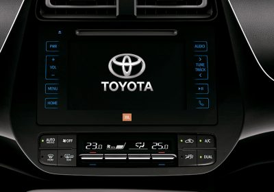 """Audio con pantalla táctil de 7"""" y navegador satelital (GPS)."""