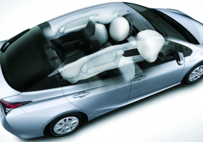 Airbags frontales y laterales (para conductor y acompañante), de rodilla (para conductor) y de cortina (para las dos filas de asientos).