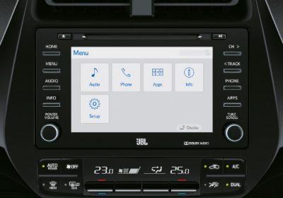 Audio JBL con pantalla táctil de 7'' y navegador satelital (GPS).