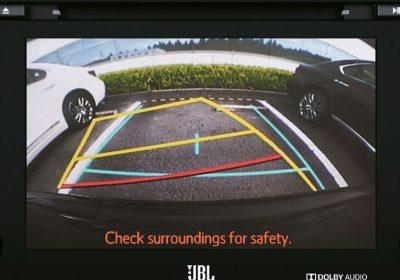 Monitor de cámara trasera de estacionamiento.