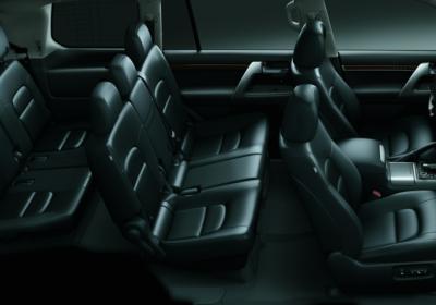 3 filas de asientos.