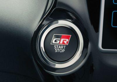 Sistema de encendido por botón con diseño exclusivo Gazoo Racing.