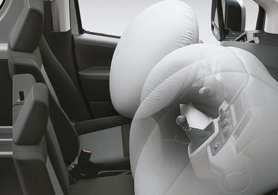 Airbags frontales (x2) con protección para 3 ocupantes.