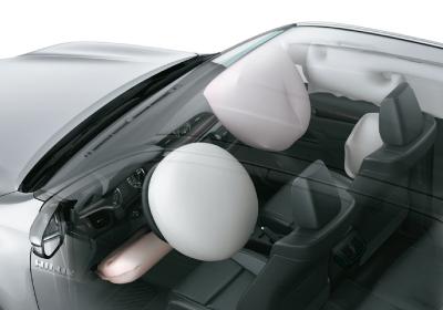 7 airbags: Frontales y laterales para el conductor y el acompañante, de rodilla para el conductor y de cortina